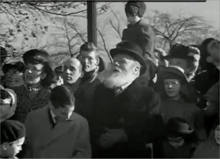 Miracle on 34th Street - Paul on shoulders